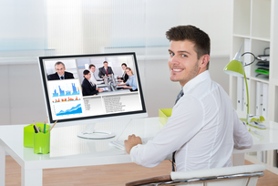 Businessman Videoconferencing On Computerの写真素材 [FYI00792031]