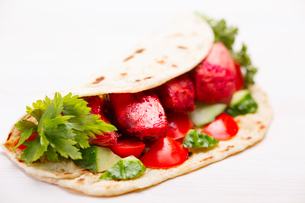 Tikka masala naan sandwichの写真素材 [FYI00792333]