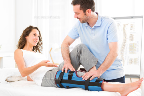 Young attractive woman being manipulated by physiotherapistの素材 [FYI00792501]