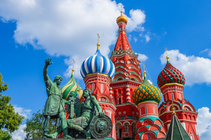 Saint Basil's Cathedral on Red square in Moscowの写真素材 [FYI00792907]