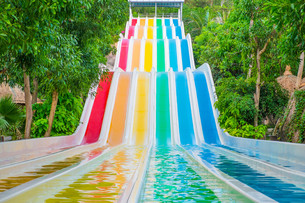 Colorful waterslides in water parkの写真素材 [FYI00792921]