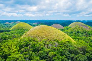 Famous Chocolate Hills natural landmark in Philippinesの写真素材 [FYI00792936]