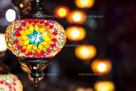 Mosaic hanging lampsの写真素材 [FYI00792971]