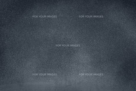 dark grunge textured backgroundの写真素材 [FYI00793114]
