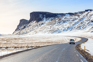 Road Winter Mountain Icelandの写真素材 [FYI00793180]