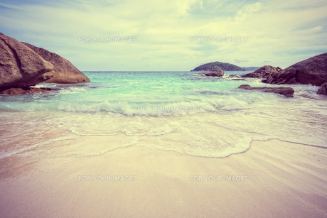 Vintage style sea and beach in Thailandの写真素材 [FYI00793480]