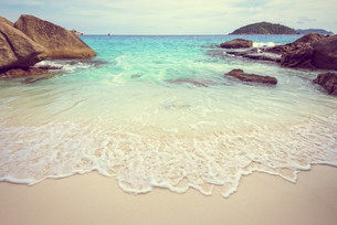 Vintage style sea and beach in Thailandの写真素材 [FYI00793514]