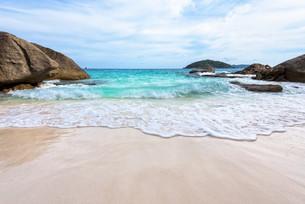 Summer beach in Thailandの写真素材 [FYI00793535]