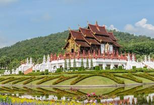 Thai Lanna architecture in Chiang Mai, Thailandの写真素材 [FYI00793982]