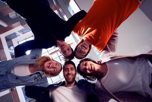 happy students celebrateの写真素材 [FYI00794026]