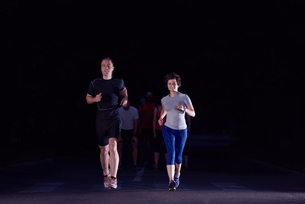 couple jogging at early morningの写真素材 [FYI00794066]