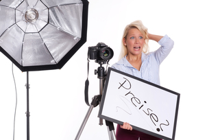 photographer thinks about stockfoto pricesの写真素材 [FYI00794276]