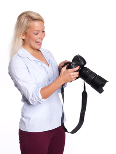 experienced photographer a photo in the cameraの写真素材 [FYI00794285]