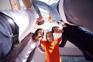 happy students celebrateの写真素材 [FYI00794346]