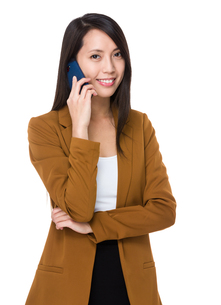 Businesswoman talk to cellphoneの写真素材 [FYI00794444]