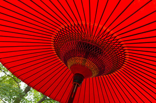 Traditional Japanese red umbrellaの写真素材 [FYI00794584]