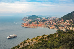 Historic city of Dubrovnik at Adriatic Sea, Croatiaの素材 [FYI00794840]