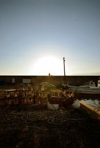 大阪高石市石津漁港の夕暮れの写真素材 [FYI00795008]