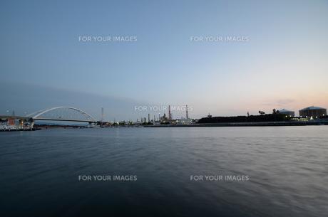大阪高石市石津漁港の夕暮れの写真素材 [FYI00795012]