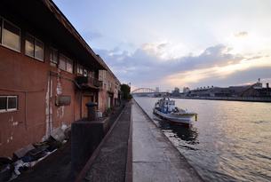 安治川の夕暮れの写真素材 [FYI00795022]