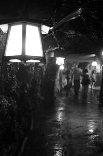 三段壁洞窟の写真素材 [FYI00795030]