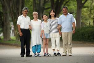 仲良し5人家族の写真素材 [FYI00795587]