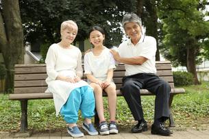 愛する孫との写真素材 [FYI00795600]