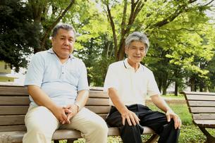 義理の父と公園デビューの写真素材 [FYI00795612]