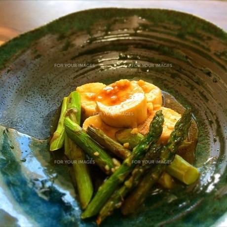 森のホタテ にんにくバター醤油の写真素材 [FYI00795621]
