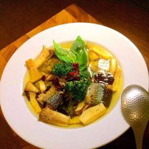 秋刀魚とエリンギのアヒージョの写真素材 [FYI00795631]