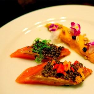 秋鮭の極上レアコンフィ収穫祭仕立ての写真素材 [FYI00795728]