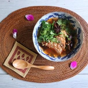 よだれ鶏の四川風スープの写真素材 [FYI00795744]