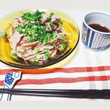 食べやすくお蕎麦で。の写真素材 [FYI00795745]