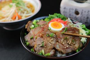 豚丼の写真素材 [FYI00796562]