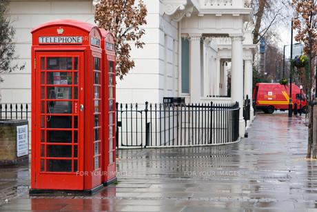 typical english telephone boxの写真素材 [FYI00797179]