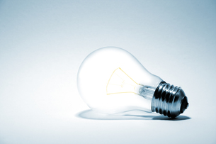 glowing lightbulbの写真素材 [FYI00797180]