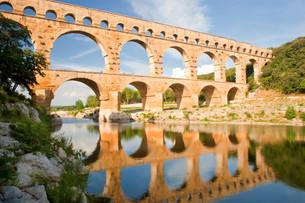 aqueduct pont du gardの写真素材 [FYI00797446]