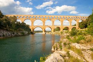 aqueduct pont du gardの写真素材 [FYI00797447]