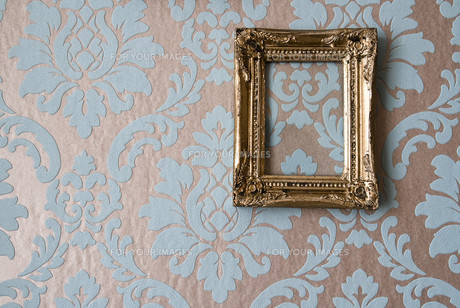 baroque picture frames on baroque wallpaperの写真素材 [FYI00797515]
