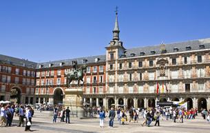 plaza mayor - madridの写真素材 [FYI00797698]