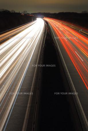 highway at nightの写真素材 [FYI00797914]