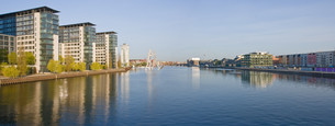 panorama of river spree in berlinの写真素材 [FYI00798267]