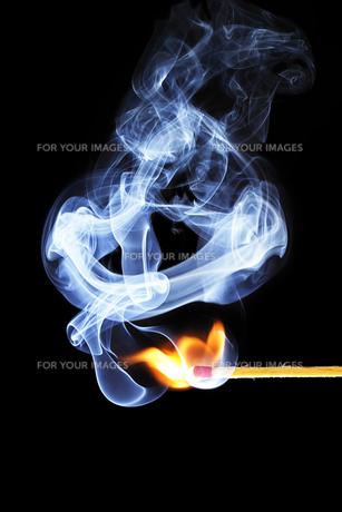 a matchstick ignites 2の写真素材 [FYI00798602]