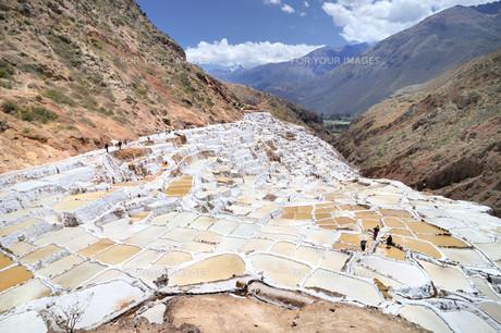 salt terraces of pichingotoの写真素材 [FYI00798848]