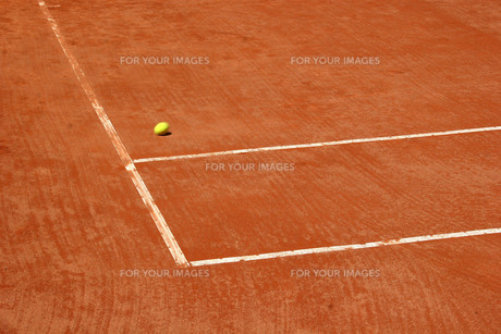 tennis court with blurred ballの写真素材 [FYI00798927]