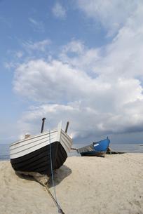 fishing boats on the beachの写真素材 [FYI00798942]