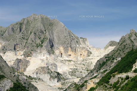 carrara marble quarry - carrara marble stone pit 02の写真素材 [FYI00799181]