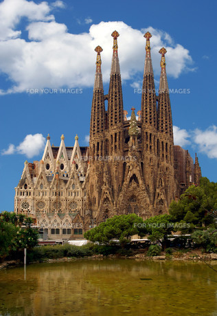 the sagrada familia in barcelonaの素材 [FYI00799327]