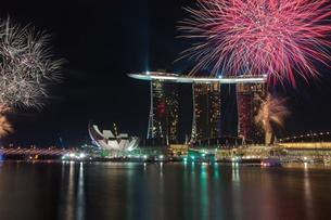 marina bay fireworksの写真素材 [FYI00799800]