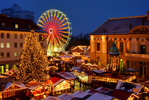 magdeburg weihnachtsmarkt - magdeburg christmas market 01の写真素材 [FYI00799816]